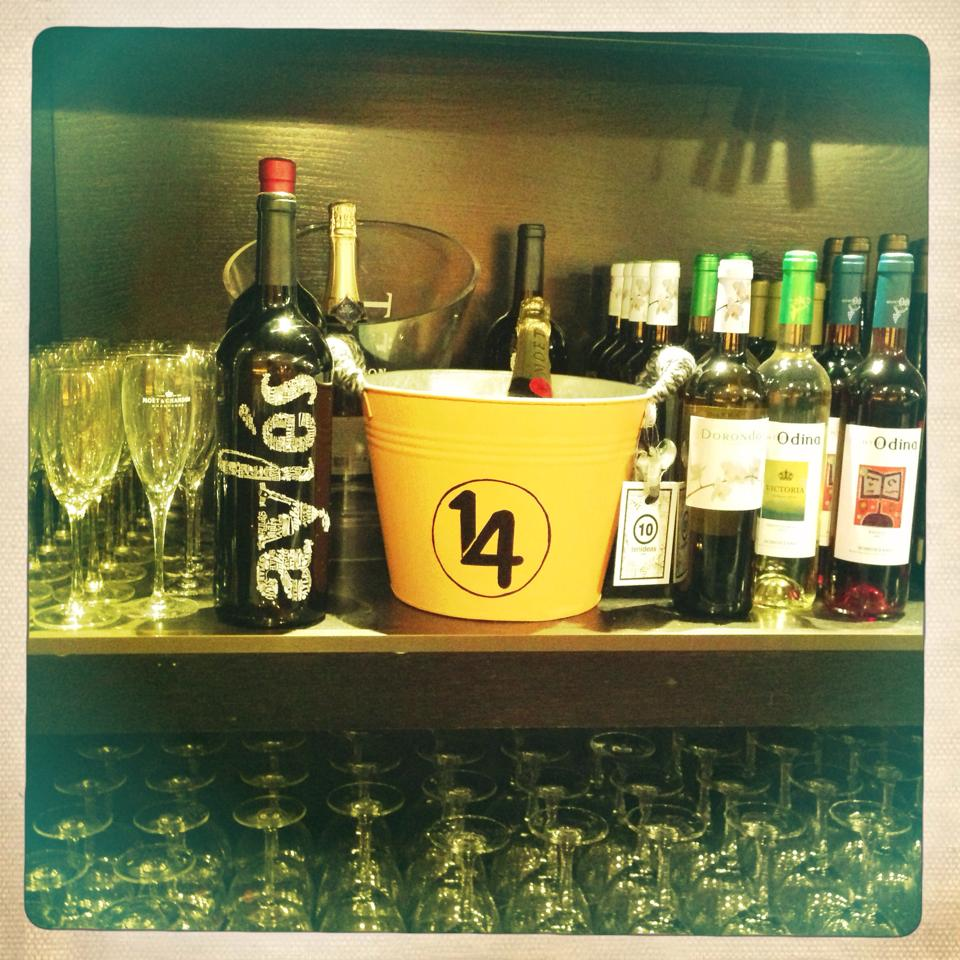 Deco restaurante 14 Zaragoza, logo personalizado